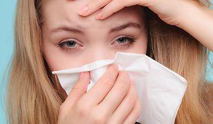 Reakcja alergiczna sprawiła, że kobieta praktycznie nie mogła widzieć.