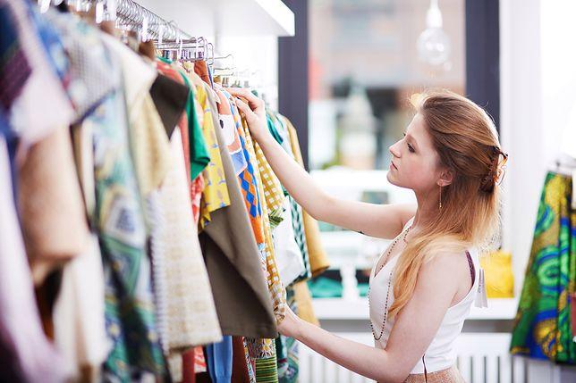 W Black Friday 2019 Polacy będą szukać najchętniej ofert promocyjnych na ubrania.