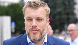 Adrian Zandberg, lider partii Razem, zdradził, ile zarabia