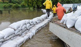 Zerwany most i podtopienia na Pomorzu. MON wysłało wojsko
