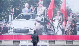 Pomnik Lecha Kaczyńskiego stanął na placu Piłsudskiego