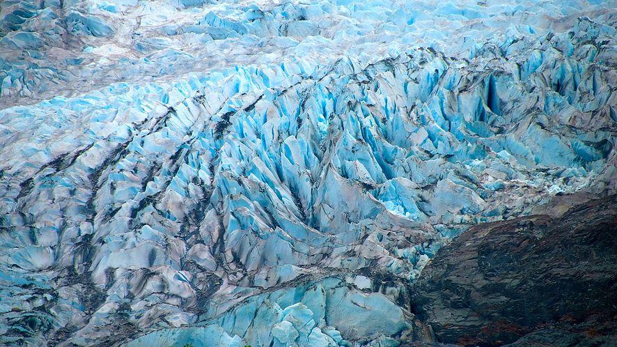 Topniejące lodowce mogą zniszczyć internet, woda zagraża światłowodom