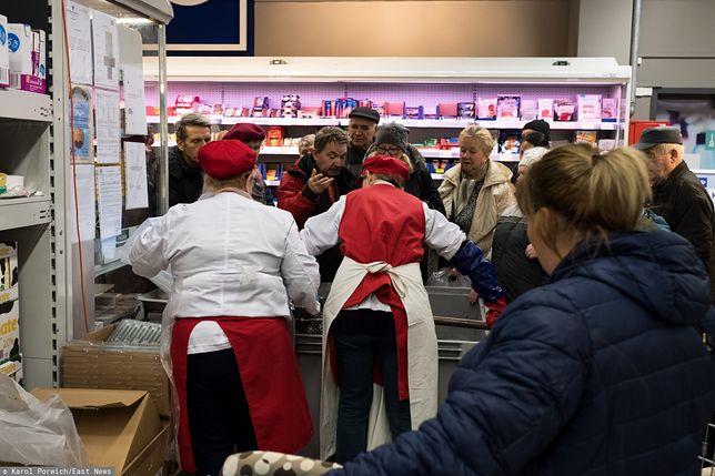 Coraz więcej sklepów rezygnuje ze sprzedaży żywych karpi