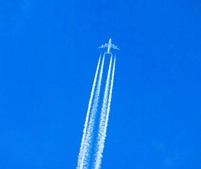 Ślady wytwarzane przez samolot szkodzą środowisku