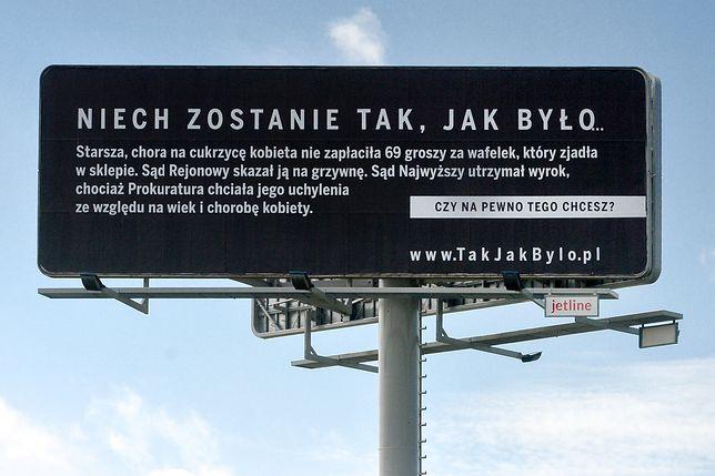 W miastach Polski pojawiły się billboardy dot. reformy sądownictwa