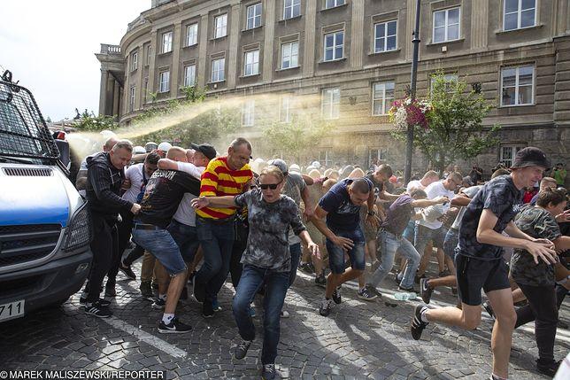 Szefowa MSWiA Elżbieta Adamowicz zapewnia, że nie będzie tolerancji wobec uczestników burd w Białymstoku