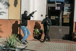 Symulowany atak terrorystów na szkołę. Komendant policji odwołany