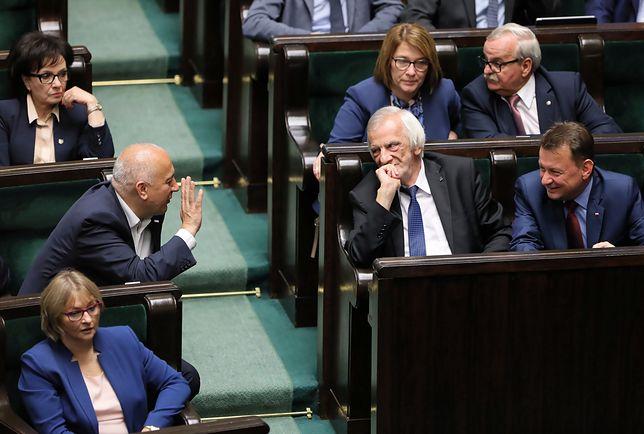 Rośnie przewaga PiS nad PO. W Sejmie pięć partii