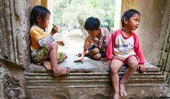 Kambodża - dzieci atrakcją turystyczną