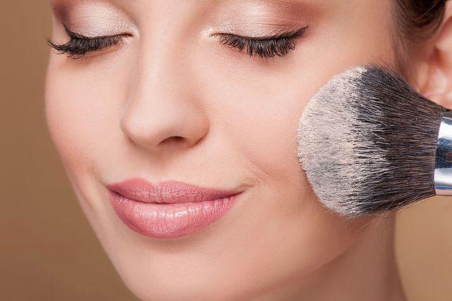 Dlaczego z wiekiem rezygnujemy z mocnego makijażu?