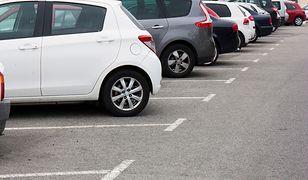Parkowanie na polskich lotniskach. Ceny mocno biją po kieszeniach