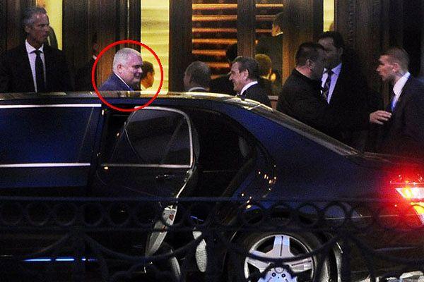 Matthias Warnig podczas spotkania z Władimirem Putinem i Gerhardem Schroederem