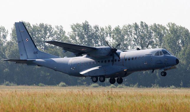 Samolot transportowy CASA C-295 Sił Powietrznych RP na lotnisku w Leźnicy Wielkiej