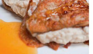Naleśniki z ricottą, miodem i kardamonem. Patent na bezglutenowy obiad