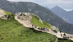 Tatry. Kochają chodzić po górach. Para wzięła ślub na Kasprowym Wierchu