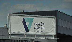 """Lotnisko Balice sparaliżowane. """"Od czterech godzin czekam na lot"""""""