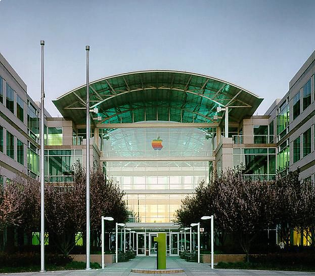 Dobrze dziś znana, główna siedziba Apple przy Infinite Loop 1