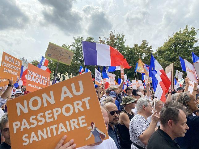 Francja. Protesty przeciwko restrykcjom przybierają na sile