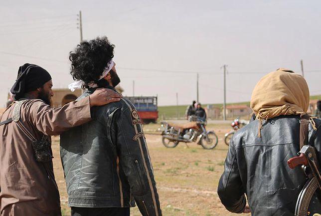Przerwali egzekucję w ostatniej chwili. Terrorysta ISIS trafiony z ponad 3 km