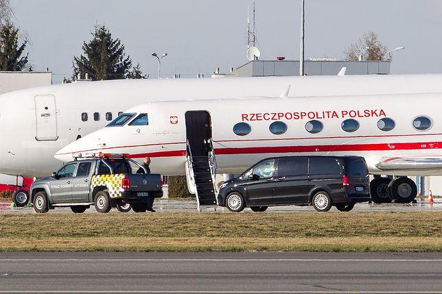 Rządowy samolot na lotnisku w podrzeszowskiej Jesionce