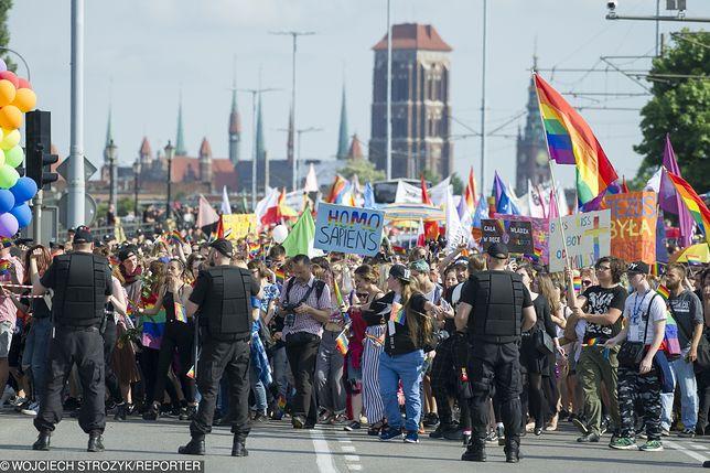 """Trójmiejski Marsz Równości. W tym roku hasło imprezy to """"miłość może tylko łączyć"""""""