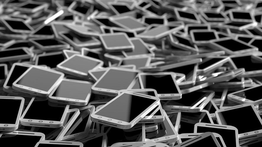 """ZAiKS znów walczy o """"podatek od piractwa"""", smartfony mogą podrożeć"""