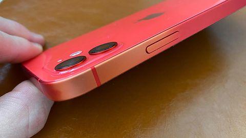 Apple oszczędza na produkcji? Kolorowe iPhone'y tracą kolor
