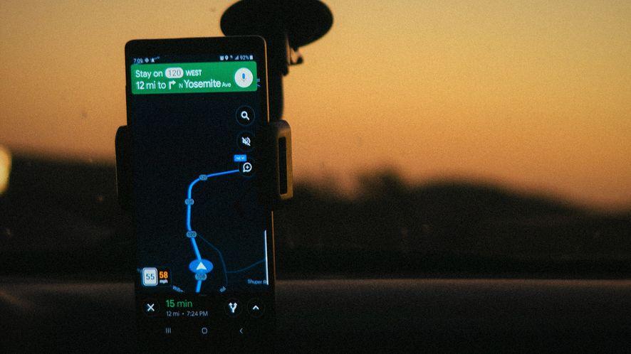 """Mapy Google otrzymują """"pełny"""" ciemny motyw, fot. Pexels"""