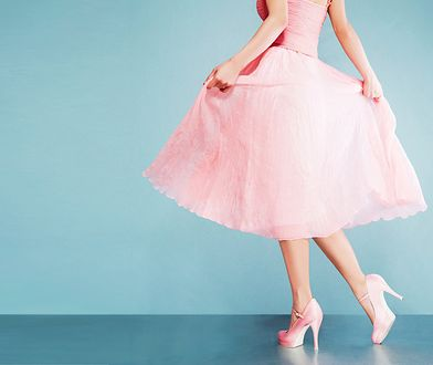Sukienka na wesele musi być skromna, ale kobieca