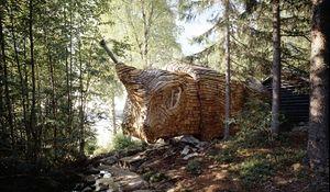 Niezwykły projekt ruchomego domu w lesie