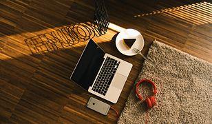 Dywan ma ci służyć przez lata, musi więc być modny, ale jednocześnie uniwersalny. Zawsze sprawdzają się szarości, biele i czerń