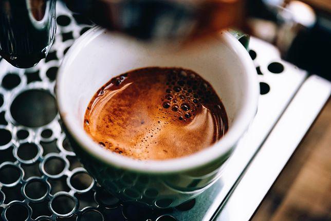 Część osób nie wyobraża sobie poranka bez kawy