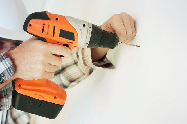 Wiertarko-wkrętarki są lekkie i bardzo poręczne. Akumulator uniezależnia cię od gniazdek elektrycznych.