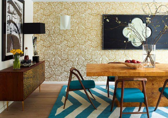 Do pokoju dziennego wybieraj tapety, które nie są podatne na szybkie zniszczenie.