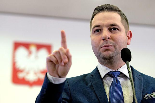 Patryk Jaki potępił neonazistów. A potem dodał: w Polsce nie jest źle, ci ludzie spotykają się w lasach