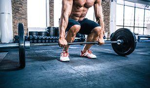 Wiosłowanie sztangą to fundamentalne ćwiczenie wzmacniające mięśnie pleców.