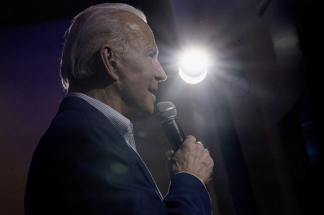 epa08227129 Democratic candidate for United States President, former Vice President Joe Biden, delivers a speech during a rally at the Harbor Palace Seafood Restaurant in Las Vegas, Nevada, USA, 18 February 2020.  EPA/ETIENNE LAURENT Dostawca: PAP/EPA.