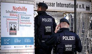 Policjanci w głównej siedzibie organizacji Ansaar w Duesseldorfie