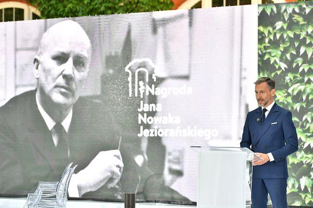 W piątek we Wrocławiu odbyła się gala, w trakcie której wręczono Nagrodę Jana Nowaka-Jeziorańskiego. W tym roku tym prestiżowym wyróżnieniem wynagrodzone zostały Swietłana Cichanouska, Maryja Kalesnikawa i Wołha Kawalkowa. Od kilku miesięcy walczą one o demokrację na Białorusi.