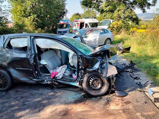 Poważny wypadek pod Jelenią Górą. Sześć osób w szpitalu