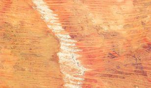Tajemnicze plamy na pustyni