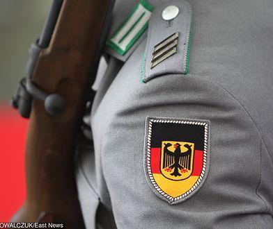 Napastnicy zaatakowali żołnierza, który ich zdaniem nie ma prawa nosić niemieckiego munduru.