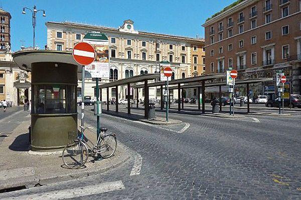 Przystanek autobusowy w centrum Rzymu
