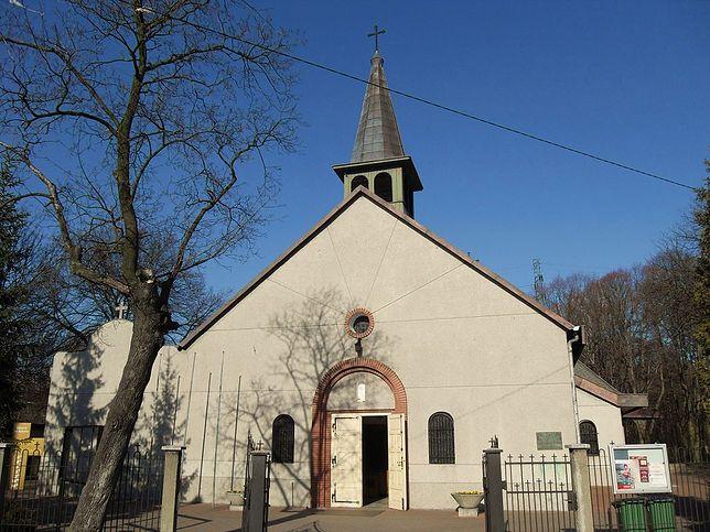 Wandale ukradli i zniszczyli pomnik Jana Pawła II z ogrodu przy kościele św. Rodziny na gdańskich Stogach