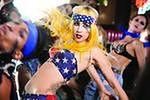 Lady Gaga świętuje zaręczyny z kolegami narzeczonego