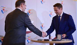 """Rafał Trzaskowski i Grzegorz Zieliński po podpisaniu umowy z EBOR. Warszawa """"Zielonym miastem"""""""