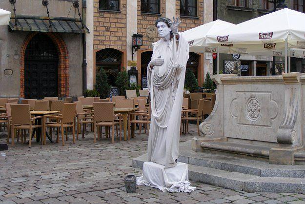 Nie każdy artysta może zarabiać na starówkach polskich miast