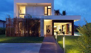 Oświetlenie zewnętrzne domu: jak wybrać najlepsze?