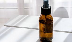 Magiczny zapach w domu. Jak zrobić spray ze skórek pomarańczy i cynamonu?