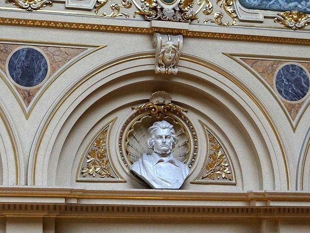 Popiersie Adama Mickiewicza w Operze Lwowskiej
